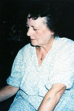 イスラエルで会ったディタ・クラウスさん。左の腕に数字の入れ墨が見える。この番号のことなどは次回に。