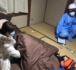 隔離中の学生と、病院に交渉中の救急隊員