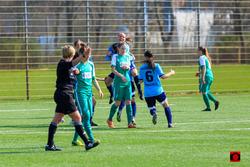 Riesen Jubel bei Vanessa Zawada und Ziva Hanzic nach dem Treffer zum 2:1 gegen den SVW. Foto: Torknipser.de