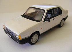 Alfa Romeo 90 Super 1984 weiß Pego Modellauto Die-cast