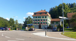 """Klosterhof """"Rössli"""" in 9116 Magdenau ist wieder offen und scheinbar gut besucht.  (Foto: Hans Weiss, Flawil)"""