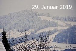 29. Januar 2019 - Gestern Regen, heute: ein Blick zum Hausberg (1115 m ü. M.) - man spricht (fast) nur noch vom Wetter.