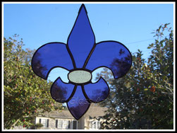 stained glass fleur de lis suncatcher