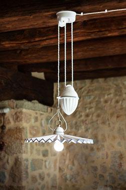 Illuminazione, ceramica, tradizioni, impianto a vista