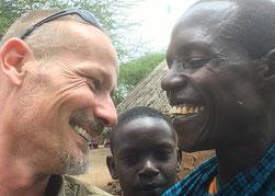 """Der """"Fotograf"""" Gavrilo bei einem seiner zahlreichen Besuche in Kambi ya Chooka"""
