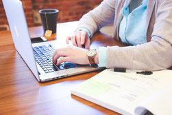 Gastbeitrag am Laptop schreiben