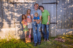 Familie Keim auf ihrem Bauernhof in Bayern