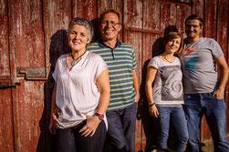 Familie Krämers auf ihrem Bauernhof in Bayern