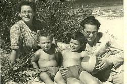 ИБ-1. С женой Лией и сыновьями Виктором и Иваром