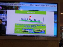 """écran souhaitant la bienvenue à """"Golf Tee Time"""""""