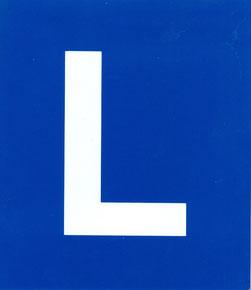 weisses Lernfahrzeichen auf blauem Hintergrund