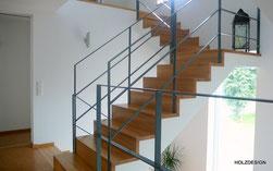 Treppe in Faltwerkoptik mit Stahlgeländer