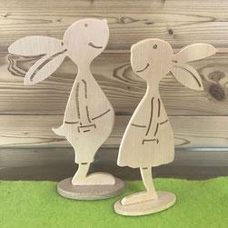 Osterhasen-Paar aus Zirbenholz