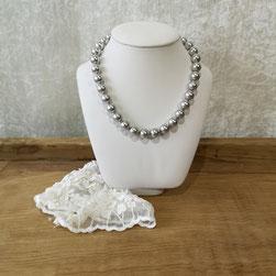 Collier classique avec grosses perles de Majorque grises version Jackie Kennedy
