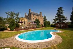 Peterstone Court Blick vom Garten mit Pool