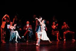 Cette photo montre des danseurs de Tango dans une salle de spectacle de la région Occitanie réalisée par cyril un photographe indépendant spécialisé dans les spectacles.