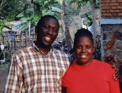 Das Leiter-Ehepaar von Kindergarten/Pre/Primary School Hosiana: Shadrack und Dorothy Ntimba.