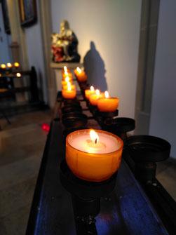 Kerze - entzündet zum Info-Abend