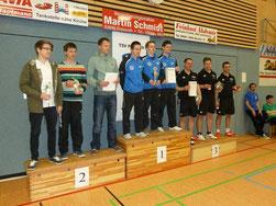 Pokalsieger TSV Eintracht Eschau (Mitte), Post SV T. Aschaffenburg (links) und SV Weiherhof