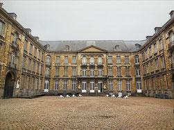 Arras  Musée, vue de la cour d'honneur de l'abbaye