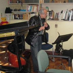 吉田さんはフルート&テナー・サックスを演奏