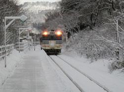 雪の中、到着。磐越西線です。