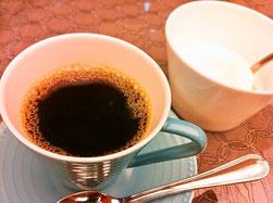 主人の杏仁豆腐まで食べちゃいました!コーヒーのサービスもあり。