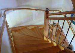 Handlauf an Treppe durchlaufend