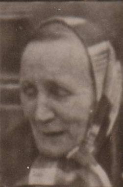 Frau Margarethe Bauer im Schlichtkleid