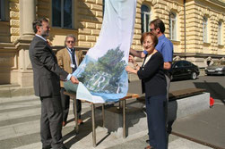 Rising the DRC flag at annual conference in Maribor