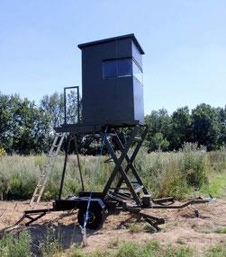 Sedlmaier Revierbedarf, Mobile Sitzkanzel auf Scherenhebebühne, Jäger, Jagd, Wild, Wald
