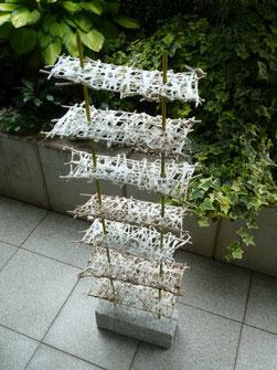 """""""Himmelsstiege"""" Baumwollfasern über Weidenruten und Draht geschöpft, 130 x 35 x 15 cm"""