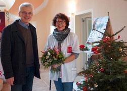 Der stellvertretende Vorsitzende, Prof. Dr. Gerhard Jahreis, bedankt sich im Namen des Vorstandes bei Frau Freesmeyer.