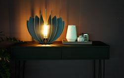 Holz Tischlampe aus Holz Lamellen mit LED