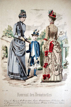 Zwei Damen in viktorianischer Mode mit einem Jungen dazwischen in der Natur stehend. Journal des Demoiselles, 1884.
