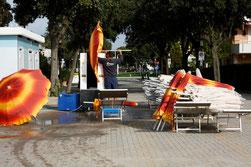 34 Sonnschirmwäsche/Sunshade laundry