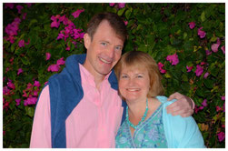 The picture shows English teacher Angharad Jeffery and her husband Richard. Students can learn English in the teacher's home near Oxford one-to-one or in small groups.