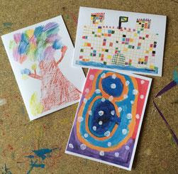 In der Kreativ-Werkstatt bunterhund können Kinder in Zusammenarbeit mit der Künstlerin Ursula Konder ihre eigenen Grußkarten gestalten und drucken lassen. Foto: Ursula Konter