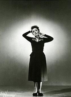 Edith Piaf, Noeud Nord Verseau en maison III.