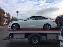 Die Überführung des Cabrios aus Kirchheim/Teck erfolgte mit freundlicher Unterstützung des Abschleppunternehmens Simon Ebert (Rosbach).