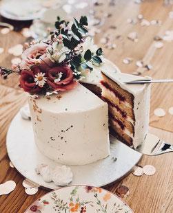 Torte mit Blumendeko
