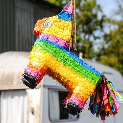 Pinhata Party Ideen Fasching Geburtstag Erlebnsise bunt Teenager