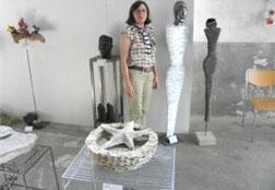 Reni Mitschunig mit ihren Werken