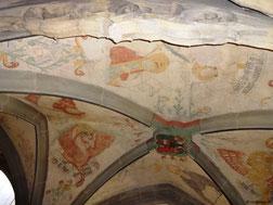 Malereien unter der Empore