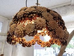 luminaire ajouré en pommes de pin naturelles moyen modèle fait main