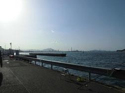 大里漁港 右側 の写真