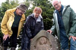 Stèle plaque funéraire croix guillaume site gallo-romain archéologique saint-quirin