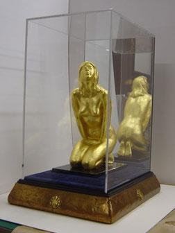 (8)  彫刻作品