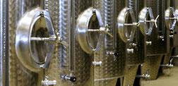 Weinausbau im Edelstahltank