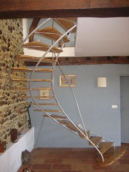 escalier débillardé en aluminium et loupe de peuplier
